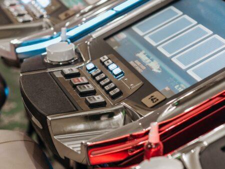 Online Casino Slots vs Live Table Games